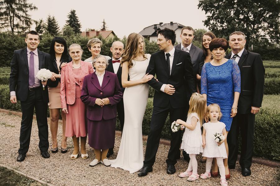 zdjęcia grupowe na ślubie