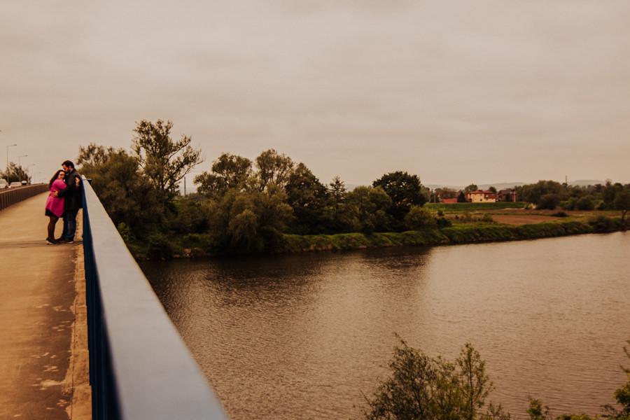 sesja narzeczeńska nad rzeką