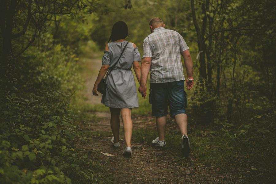 sesja przedślubna w lesie