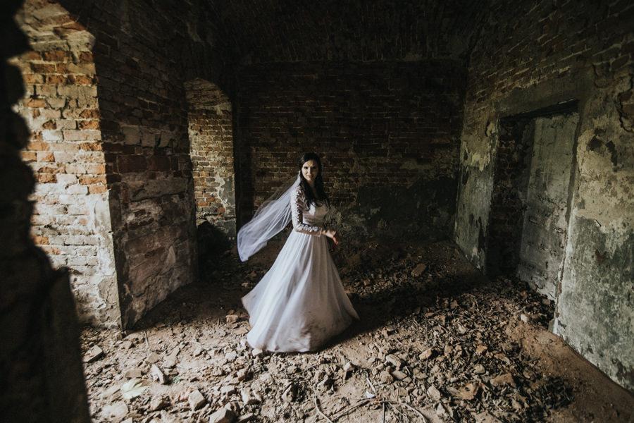 sesja ślubna w ruinach