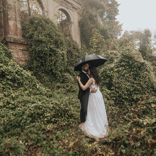sesja ślubna w ogrodzie