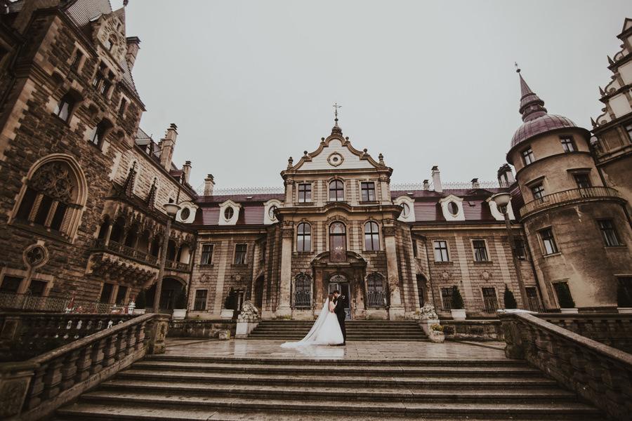 sesja ślubna na zamku w Mosznej