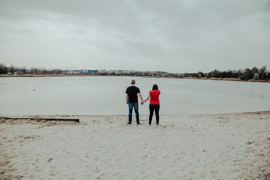 Sesja narzeczeńska nad zalewem Bagry w Krakowie
