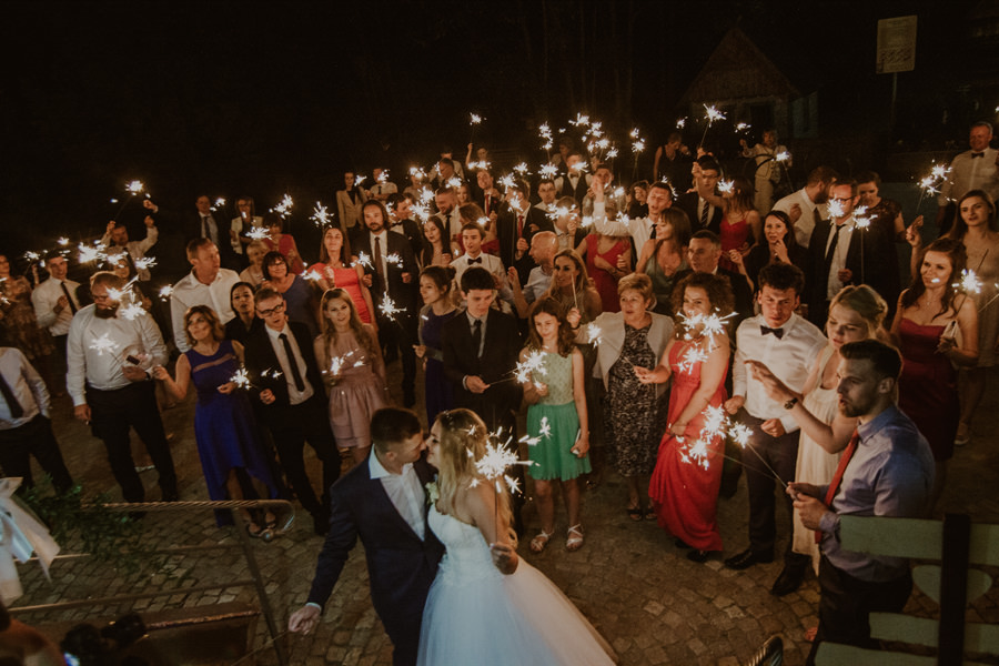 Sztuczne ognie na ślubie
