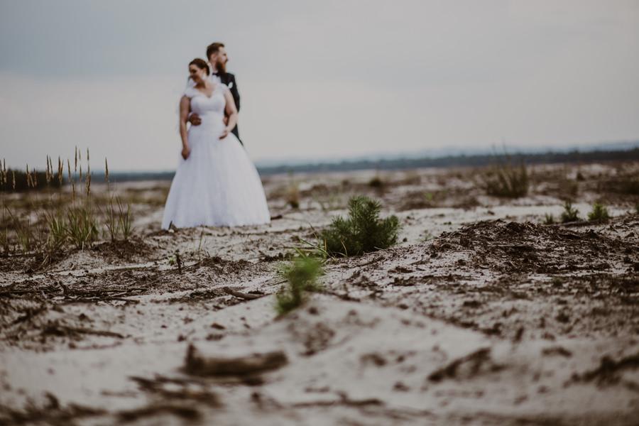 sesją ślubna na pustyni błędowskiej