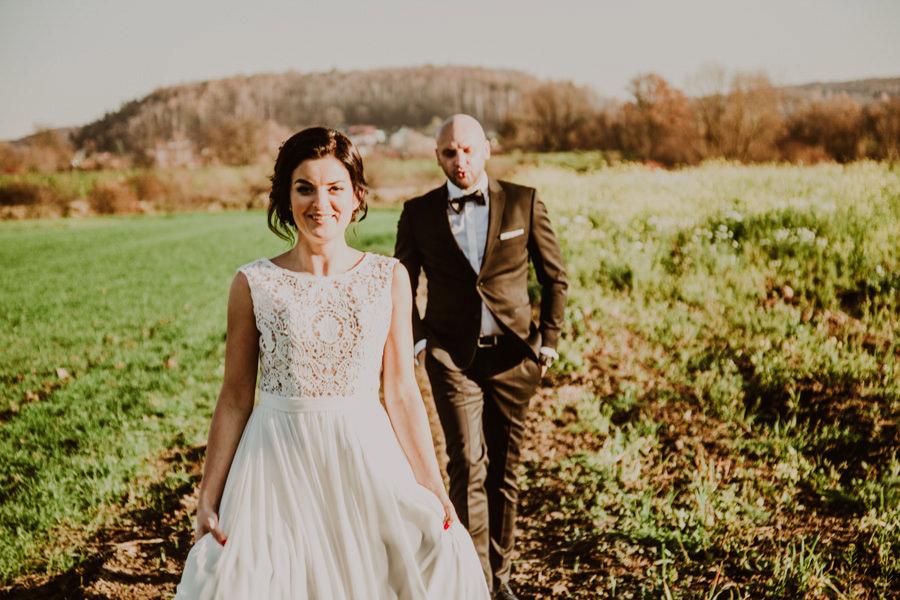 sesja ślubna na łące