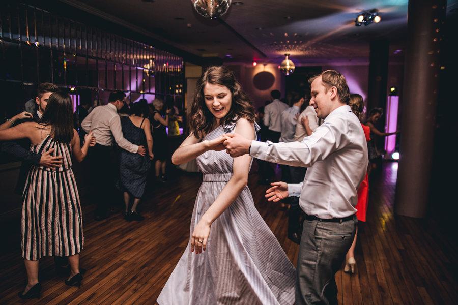 dwóch fotografów na ślubie kraków