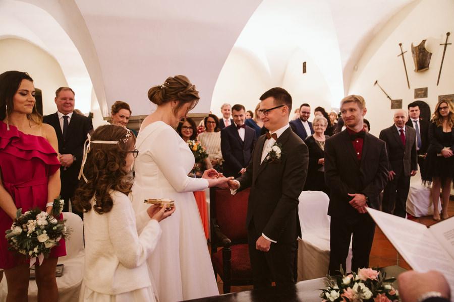 zimowy ślub na zamku w niepołomicach