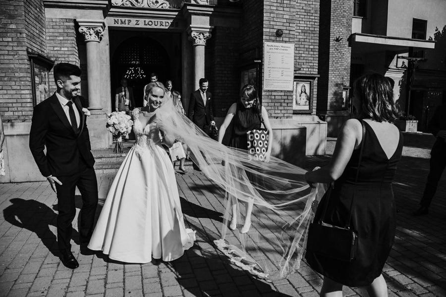 długi welon na ślub